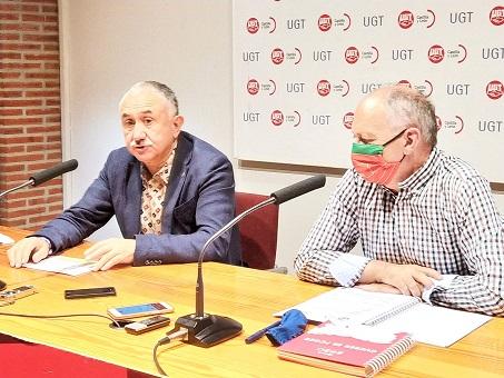 El secretario general de UGT, Pepe Álvarez, y el secretario general de UGTCyL, Faustino Temprano, en la rueda de prensa previa a la reunión de trabajo
