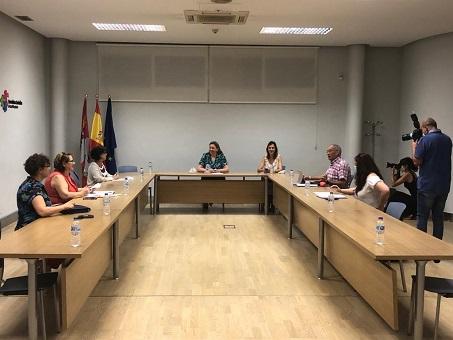 Momento dela reunión de la Mesa de Renta Garantizada en el marco del Diálogo Social